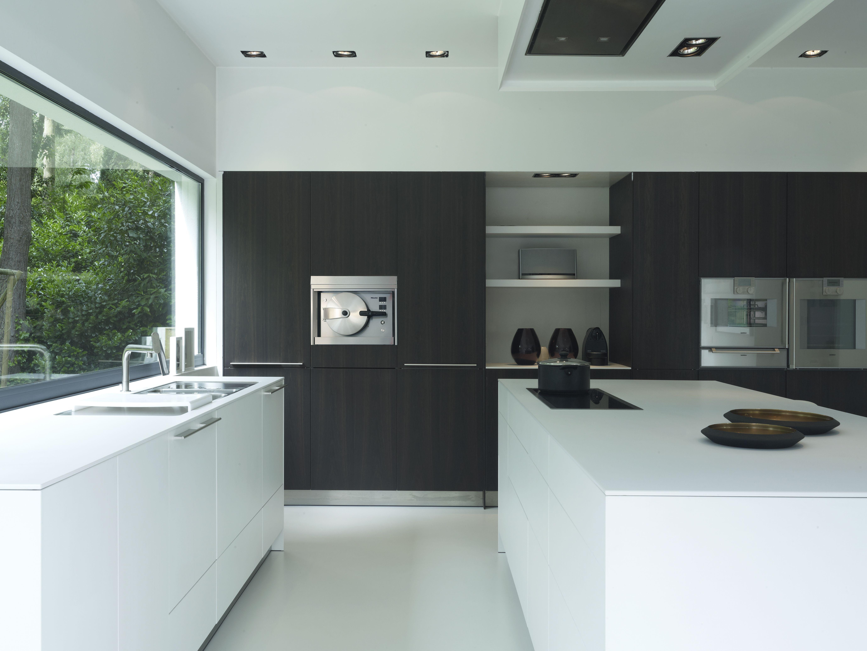 bulthaup b3 in gerookte eikfineer en witte laminaat. Black Bedroom Furniture Sets. Home Design Ideas