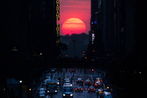 """stunningpicture: """"Today the sunset will line up perfectly with the street grid of Manhattan, known locally as Manhattanhenge """""""
