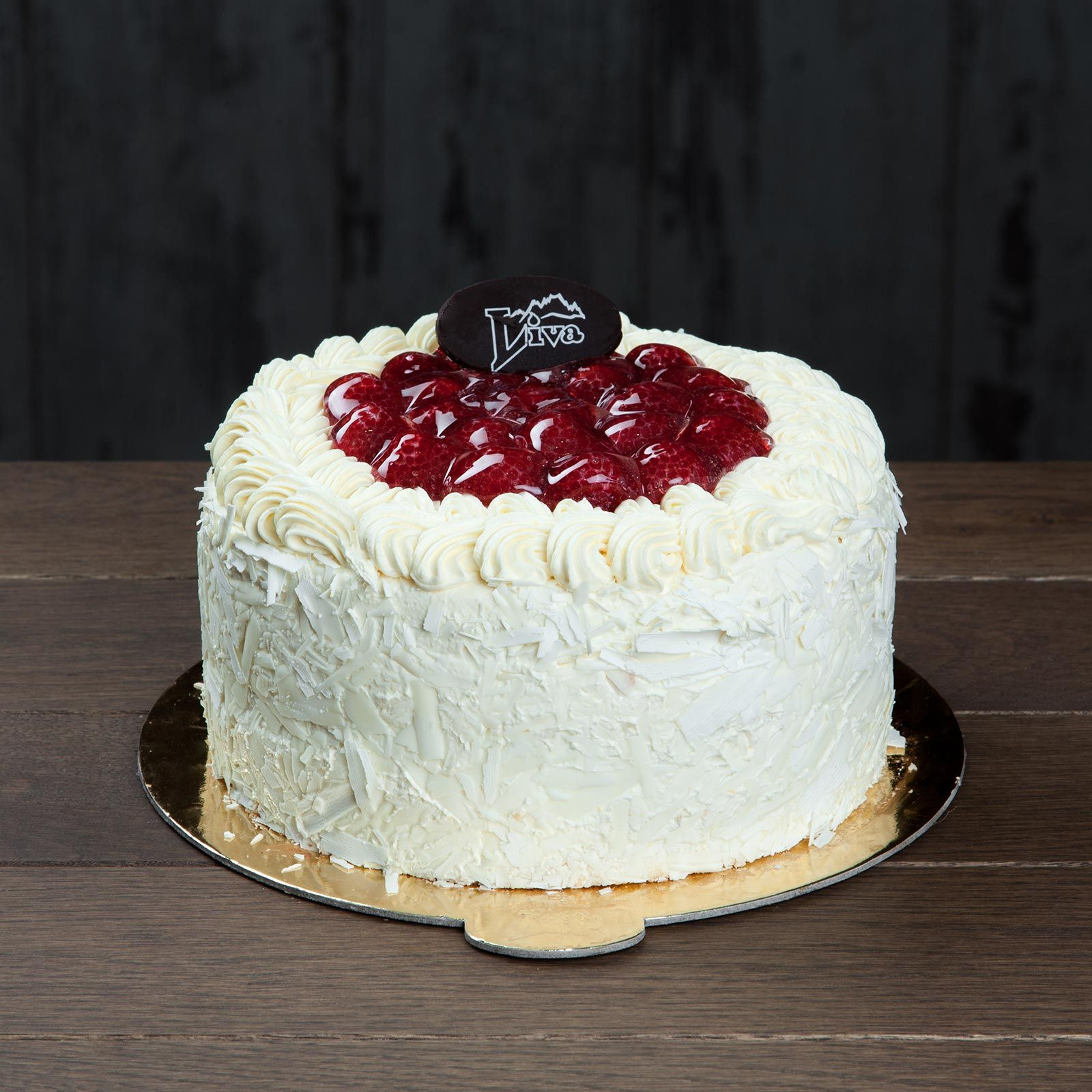 İtalyan Kremalı Frambuazlı Pasta. İtalyan mutfağından ilham alarak hazırlanan frambuazlı pasta, sade ve şık görünümüyle önemli anlarınıza eşlik eder...
