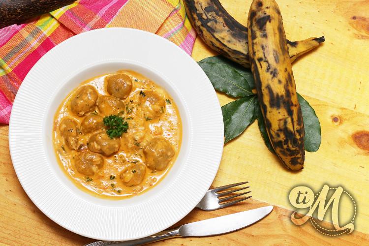 Dongoués (dombrés) de bananes jaunes (plantain) à la morue et lait de coco | Ti Molokoy blog