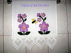 TOALHA P/ LAVABO FLOWERS (TIRAS & RETALHOS BY BIA) Tags: flores flor artesanato patch patchwork artes cozinha lavabo guardanapo croche aplique aplicao retalhos guardanapos patchcolagem panodeparato toalhaparalavabo
