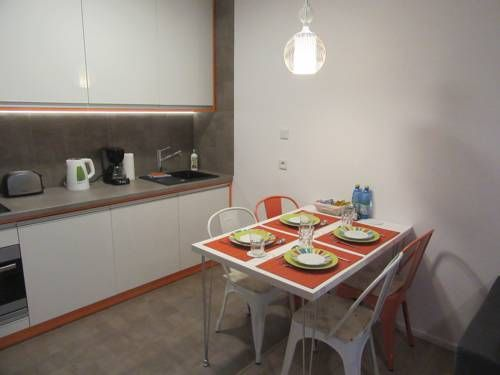 Apartment Białystok Białystok Apartment Bialystok offers accommodation in Bialystok, 600 metres from University of Bialystok and 1 km from Kosciuszki Market Square. The air-conditioned unit is 1.1 km from The Podlasie Opera and Philharmonic.