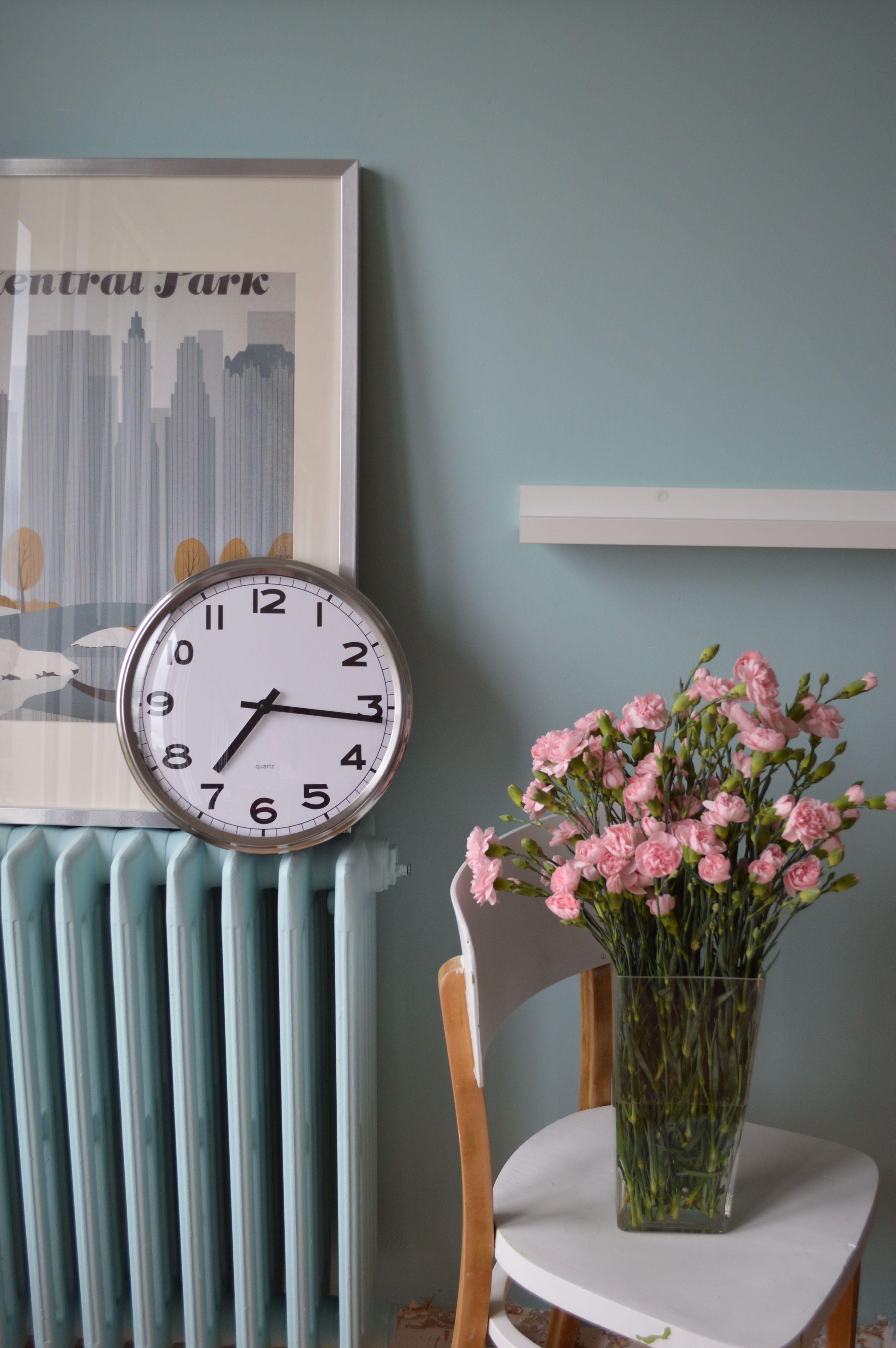 satinelle couleur bleu vintage sur le mur et le radiateur - Quelle Peinture Pour Radiateur