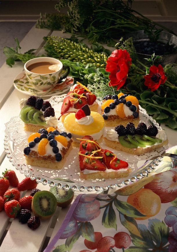 Unser beliebtes Rezept für Zitronen-Früchte-Törtchen mit Quark-Sahne und mehr als 55.000 weitere kostenlose Rezepte auf LECKER.de.