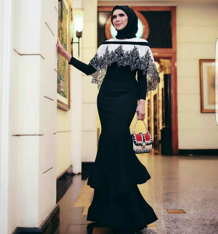 Pin oleh Nazeera Bham di Dresses di 12  Gaya abaya, Pakaian