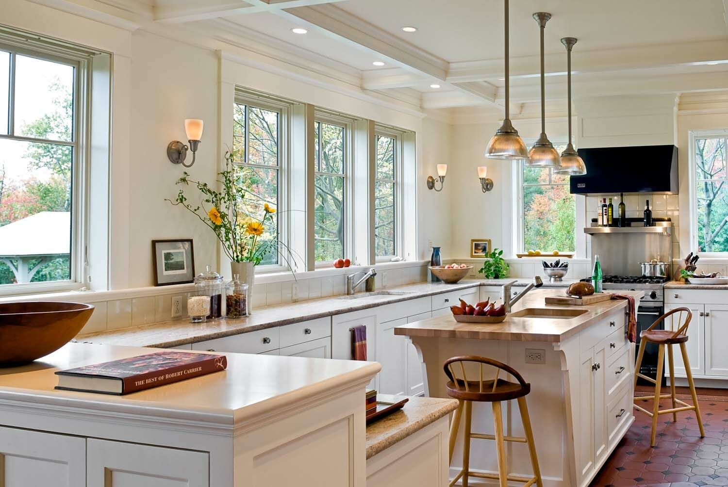 Home Tour Shingle Style Home In New Hampshire With Inviting Touches Kitchens Without Upper Cabinets Kitchen Layout Kitchen Design