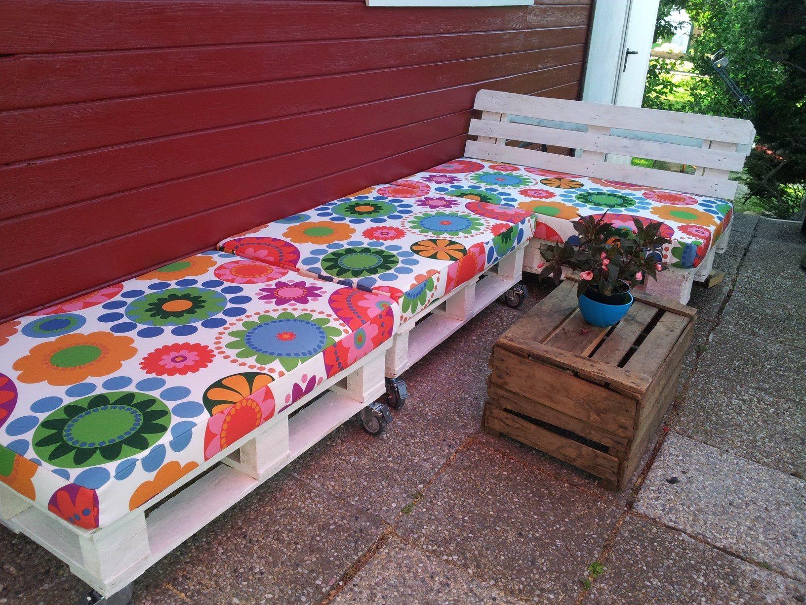 Sofá florido #handmade #hecho a mano #hecho con palets #pallet #palet #sofa de palets