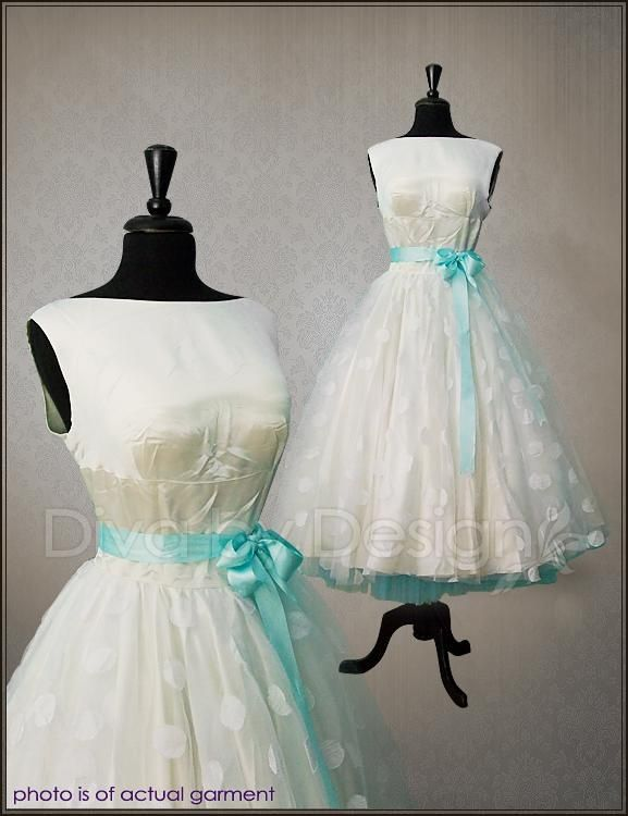 Polka dot wedding dress with blue accents   Yes!   Pinterest   Polka ...