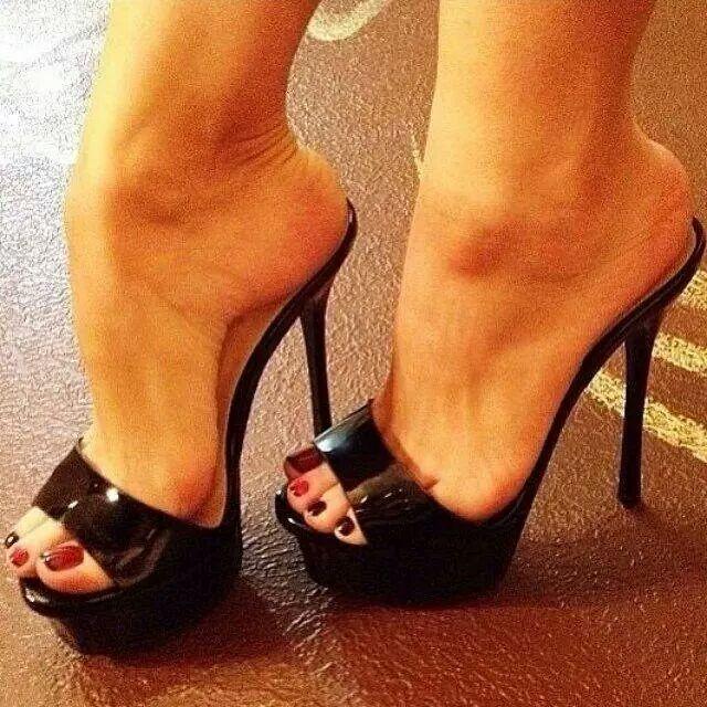 Sexy feet in sexy heels!