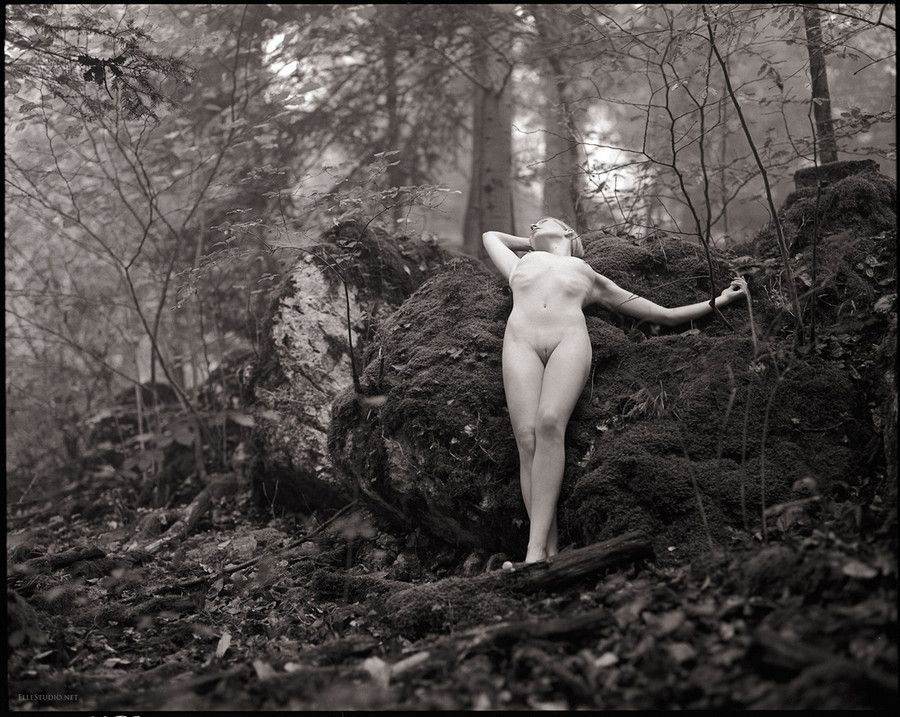 naked women in snowy forest