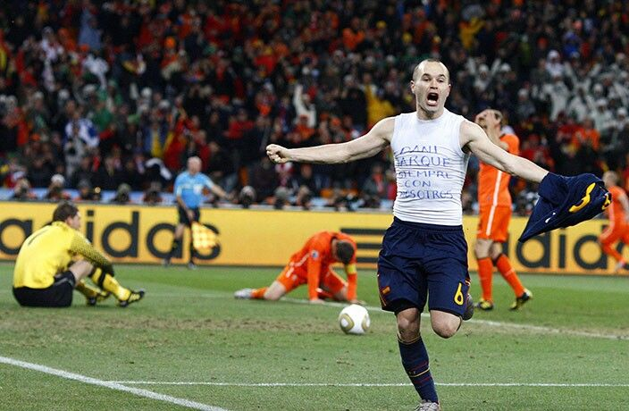Iniesta Gets A Last Gasp Winner For Spain In The 2010 World Cup Final Love This Moment I Was There Fifa Football Iniesta World Cup
