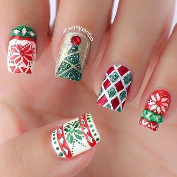 16 Fascinating Diy Christmas Nail Designs That Will Impress You Stupidhair Nail Art Designs Christmas Nails Christmas Nail Designs