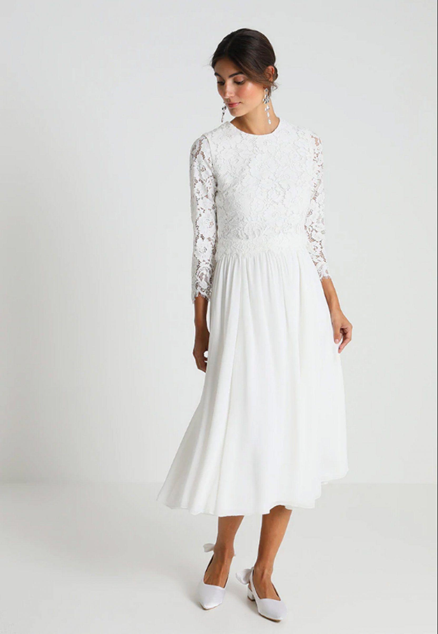 bb78775c762 Une robe de mariage civil en dentelle d hiver par Ivy   Oak Bridal sur