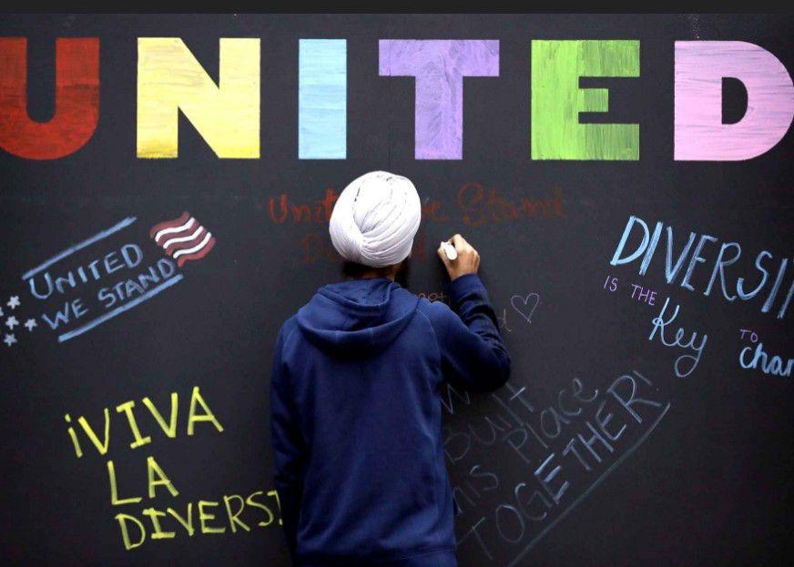 A l'Université Texas A&M, un mur anti-racisme a été ouvert aux commentaires des élèves (Etats-Unis).