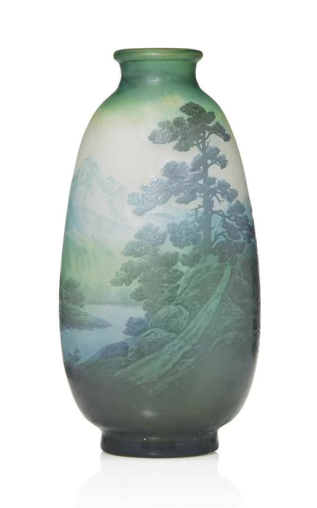 GALLE CAMEO DOUBLE OVERLAID AND ACID-ETCHED 'PAYSAGE' GLASS VASE | 'MOUNTAIN…