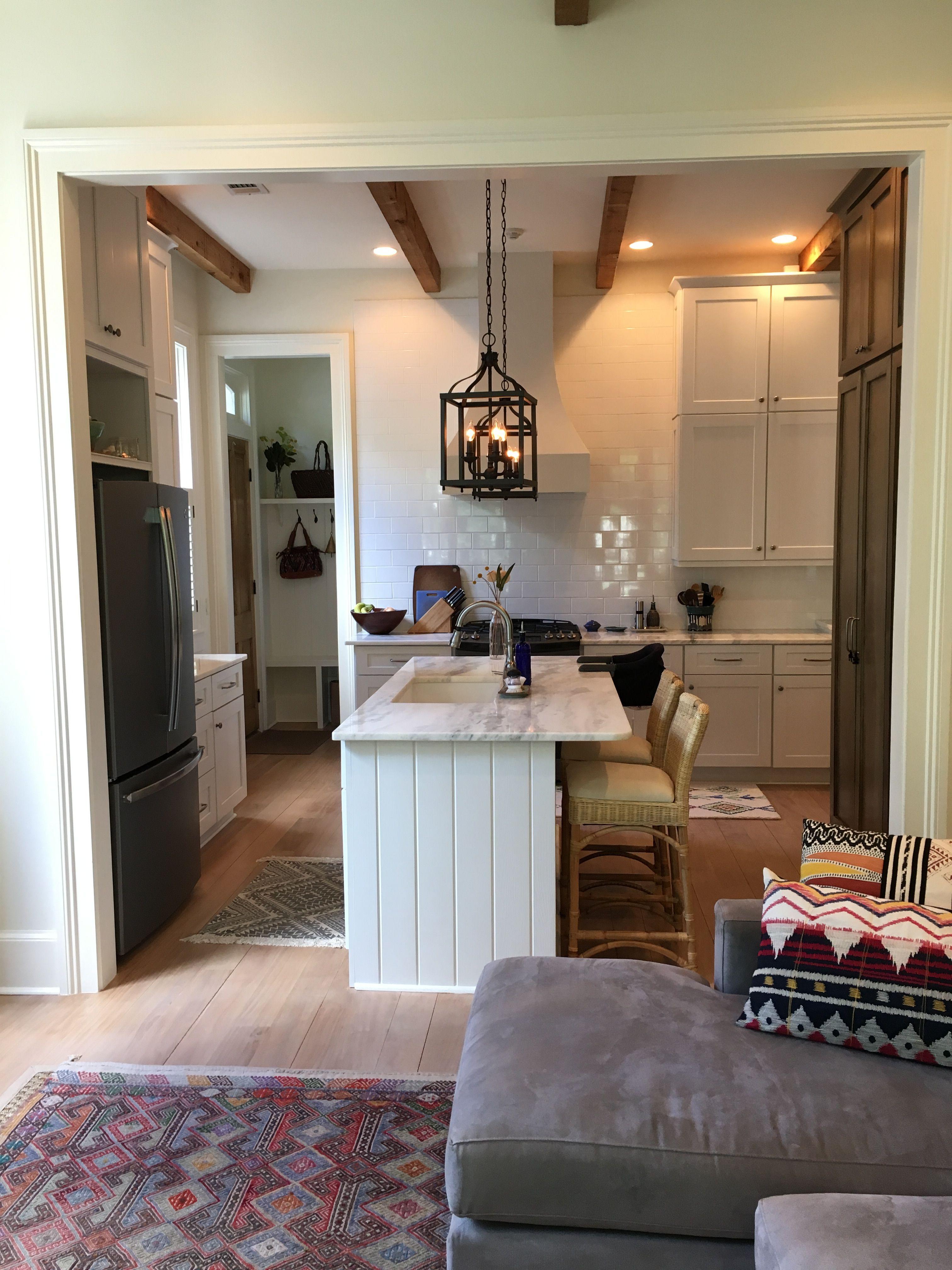 Benjamin Moore Acadia White Ac 41 4x8 Subway Tile Mont Blanc Quartzite Kitchen Cabinets Kitchen White Kitchen Cabinets