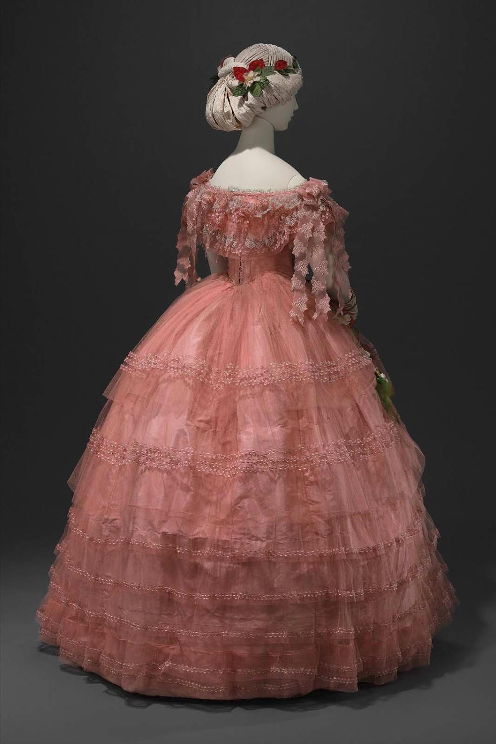 Wikivictorian On Twitter Ball Dresses Vintage Gowns Ball Gowns [ 1500 x 1000 Pixel ]