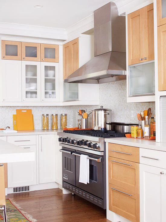 Neutral kitchen in white and oak color and metal appliances - good combination