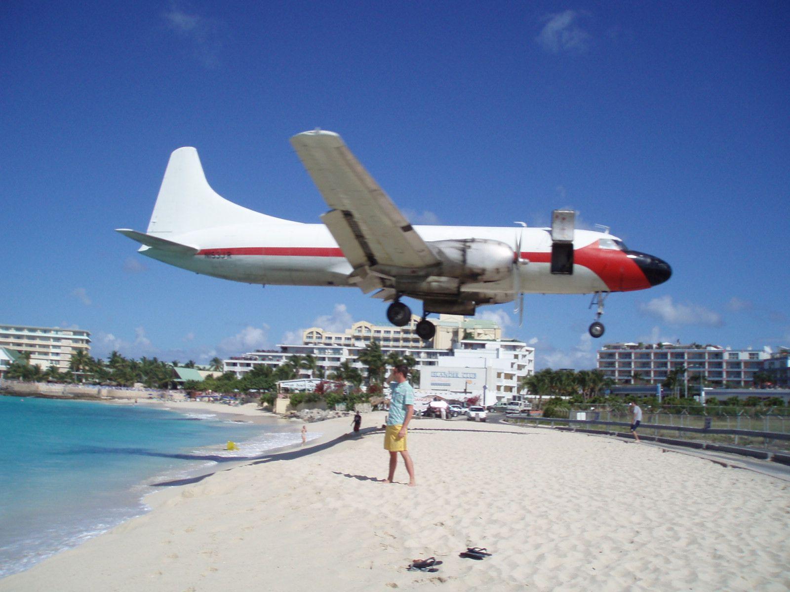 Maho Beach Chipmunker Wrote Re Sxm Maho Beach Plane Watching 2008 St Maarten Is The Door Supposed To Be Open