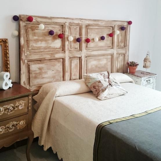 cabecero de cama doble con puerta antigua | Dormitorio principal ...