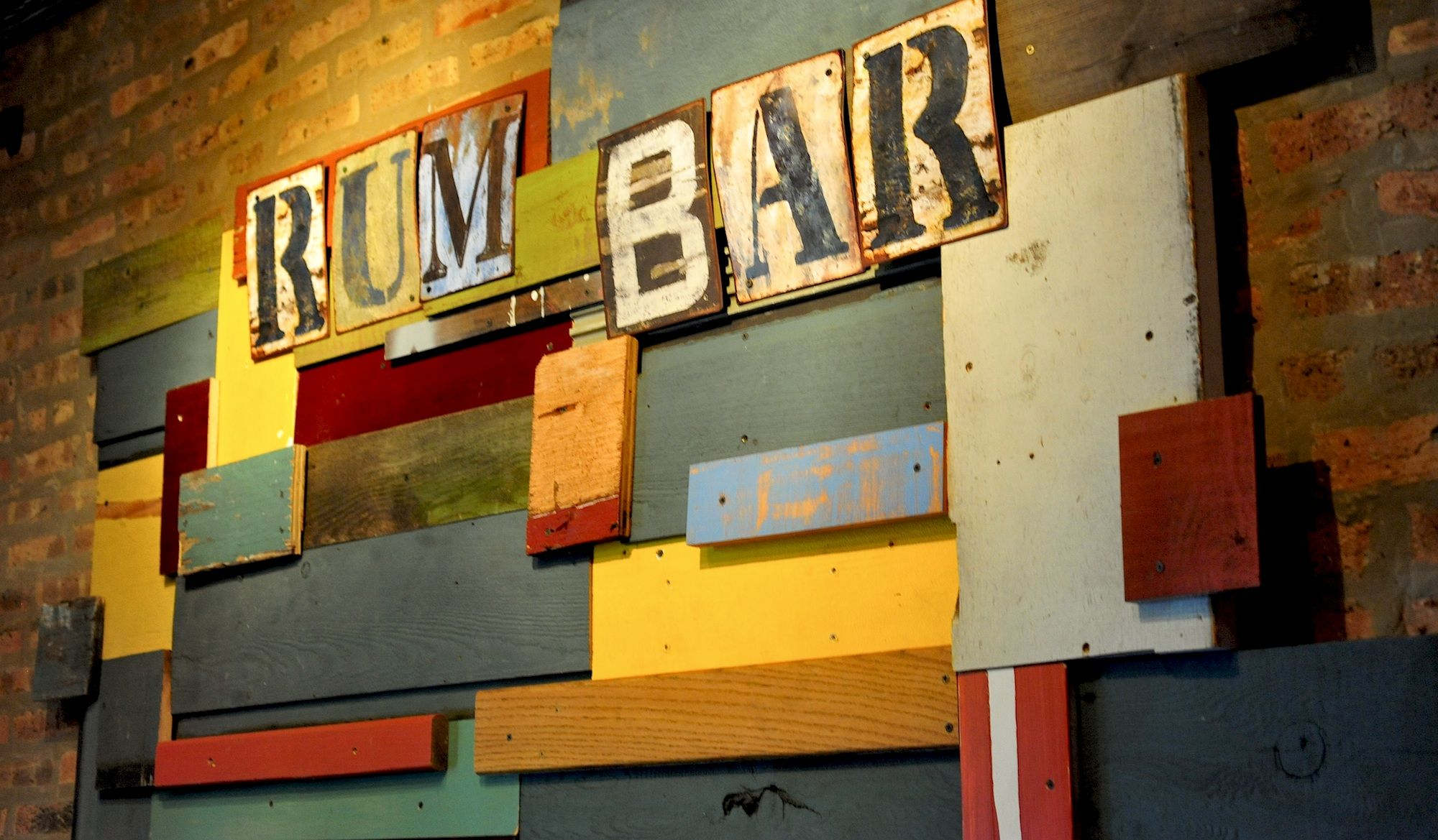rum-bar-wall-image-paladar.jpg 2,000×1,169 pixels | Cuba Mood ...