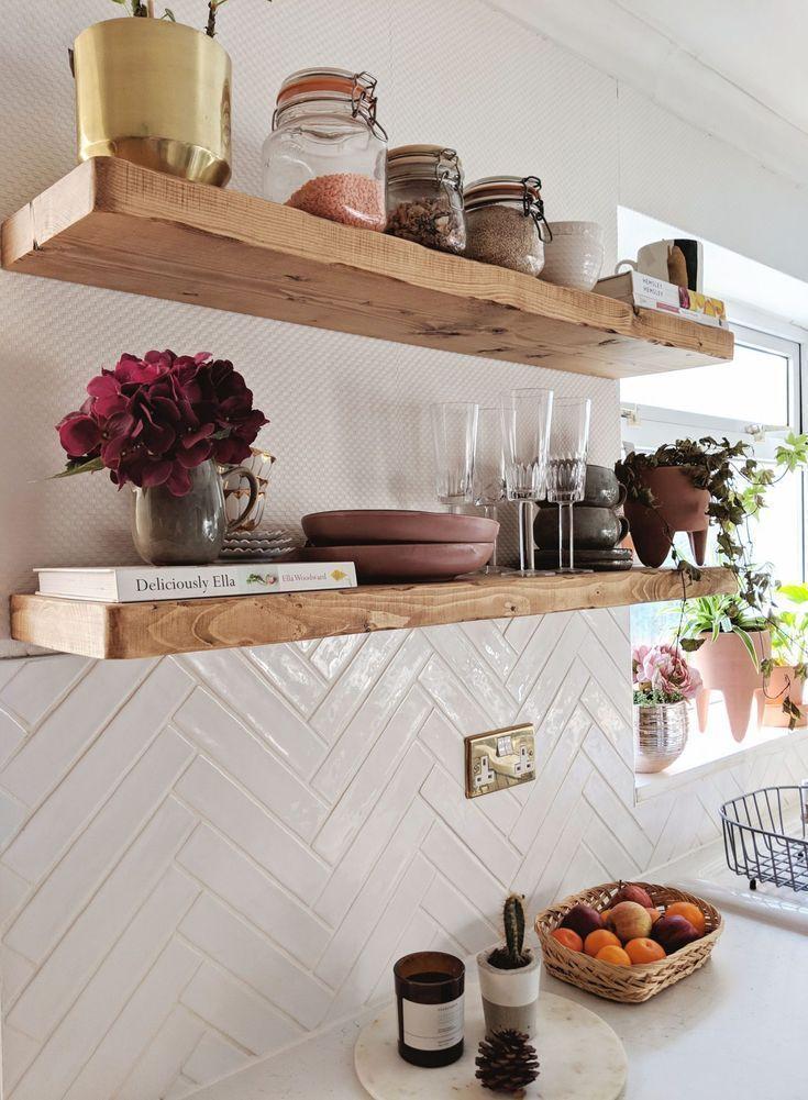 tuiles de cuisine blanches à chevrons # fraises de poisson # tuiles à gâteaux # tuiles - Decor Cuisine