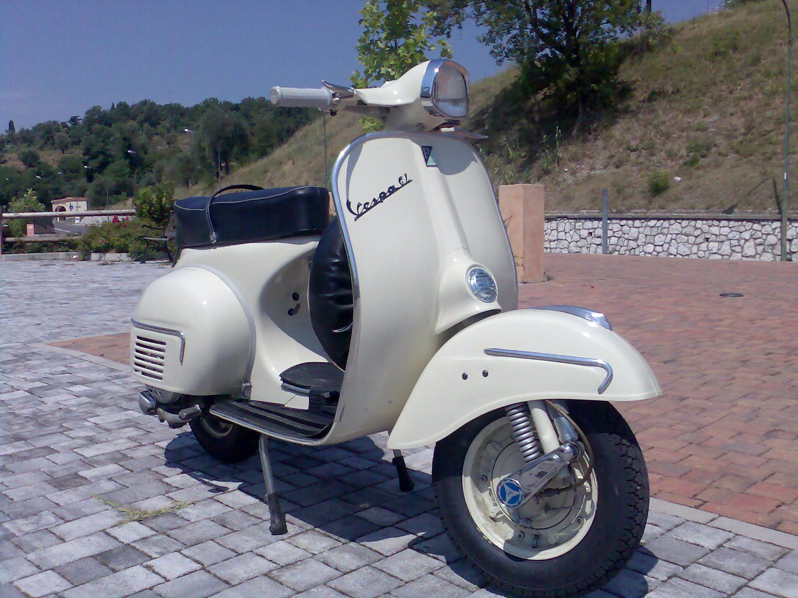 Vespa 150 GL (VLA1T) Ivory Original Color | Vespa Wallpapers
