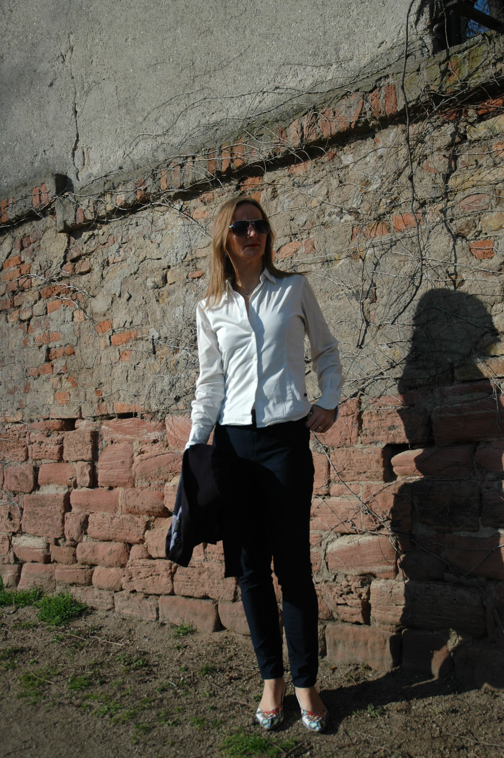 #casual #elegance Oceanblue Style  40+ fashion blog #white blouse #navy blazer