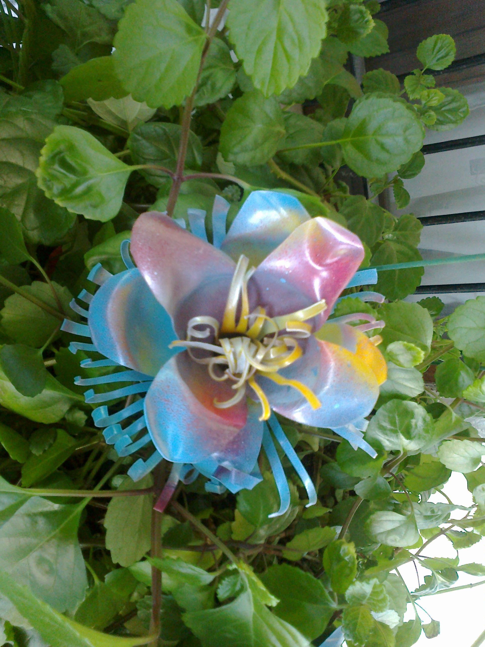 Flores hechas con botellas de plastico flores hechas a - Flores de plastico ...