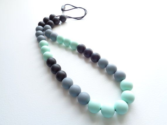 Retrouvez cet article dans ma boutique Etsy https://www.etsy.com/ca/listing/281106784/silicone-teething-necklace-teething