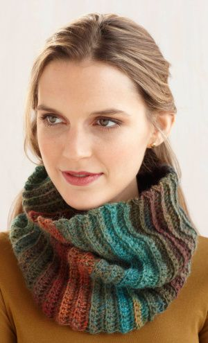 Free Crochet Pattern: Fast and Easy Cowl... I need a red/black multi ...