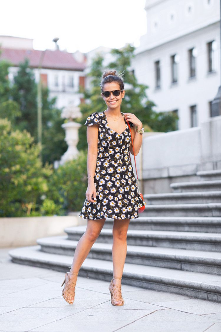 Daisy Print Dress Topshop Outfit MIchael Kors Street Style 32 - pictures, photos, images