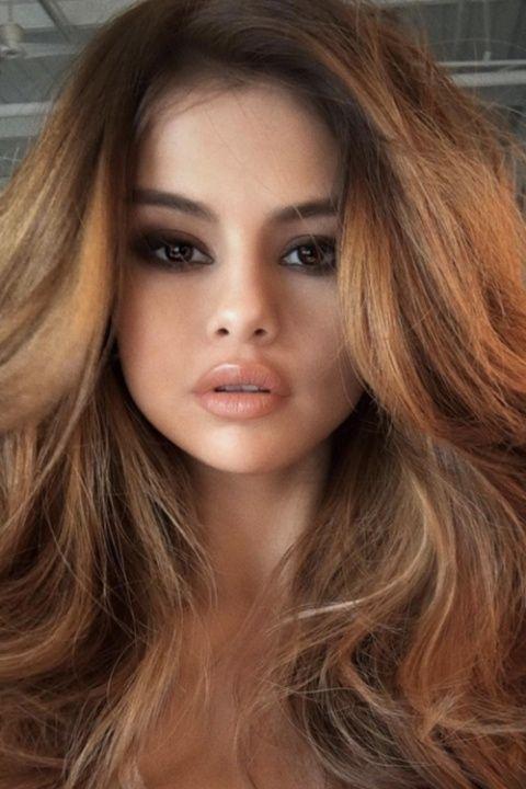 Diese Herbst Bronde (eine Kombination aus braunen und blonden Haaren) ist eine sehr beliebte ...