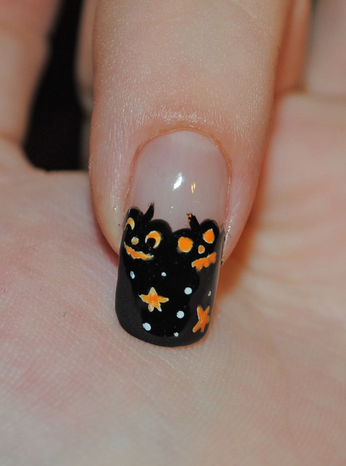 These Halloween nail designs will give your fingers a unique ...