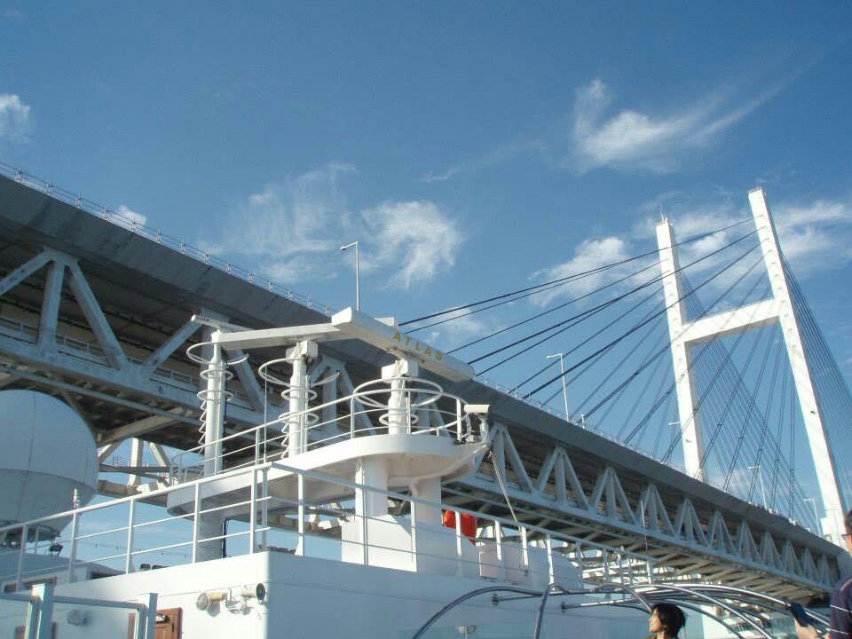 横浜港から出港 ベイブリッジの真下を通過して6日間人生初のクルーズ旅行に行ってきまーす