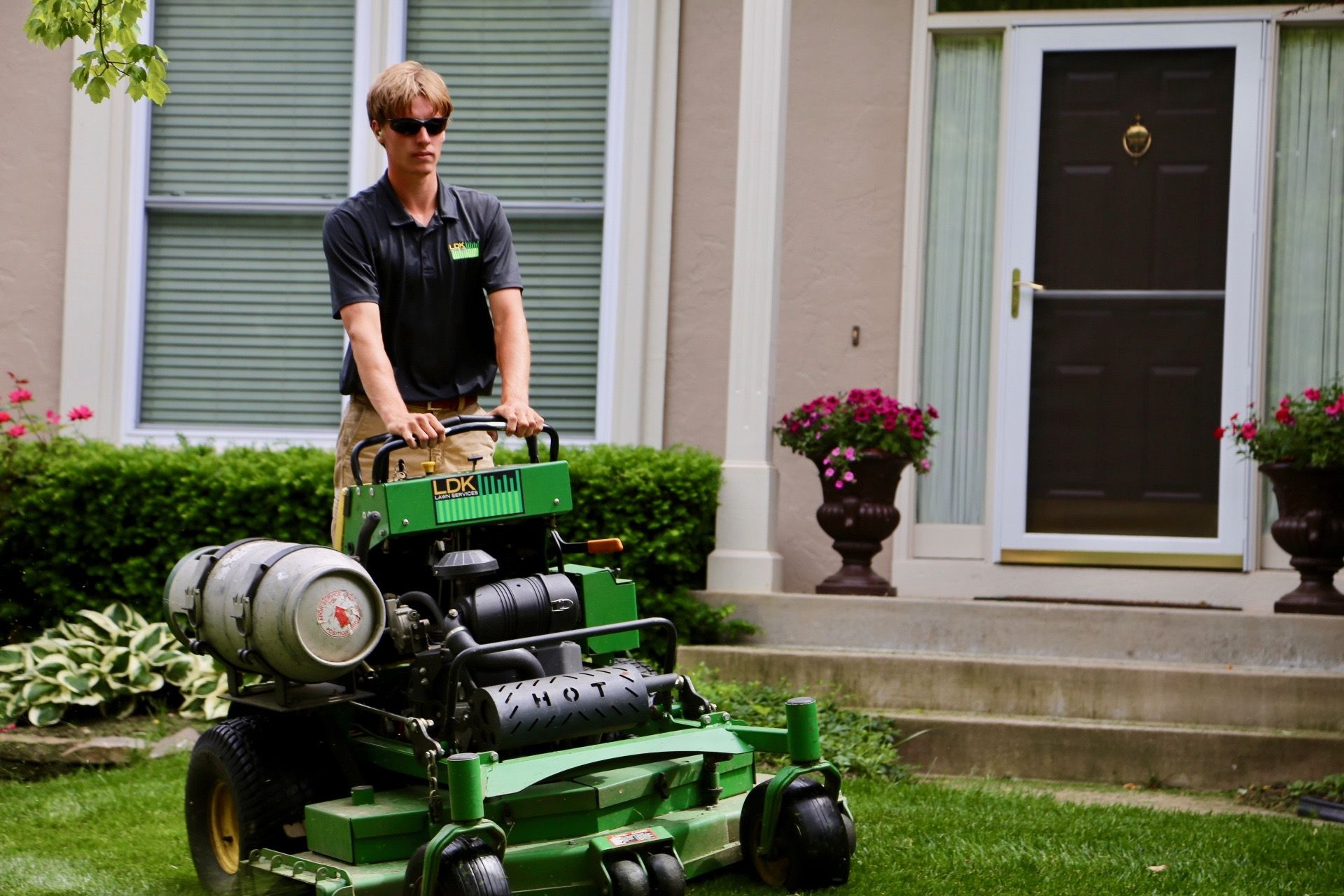 Mowing Services In Lenexa Kansas Mowing Services Lawn Service Mowing