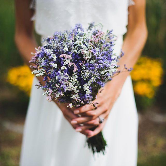 Ramo de flores secas en colores lilas, ideal para una novia de - flores secas