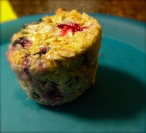 1 Minute Blueberry Muffins  1/8 cup of blueberry, 1/4 cup of oats, 1 egg, 1 Sweet n' Low packet