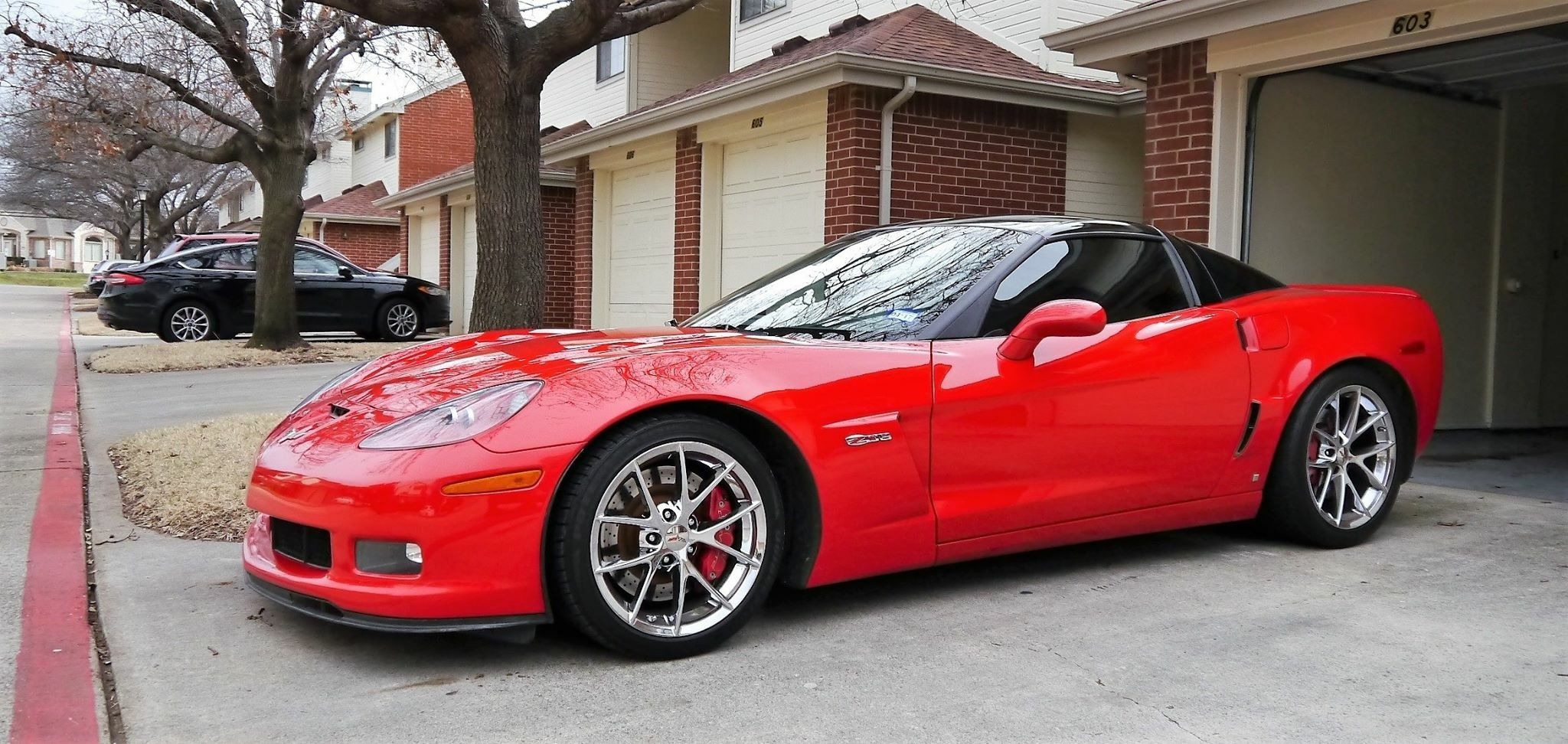C6 Z06 Chevrolet Corvette With An Avery Gloss Black Roof By Sharp