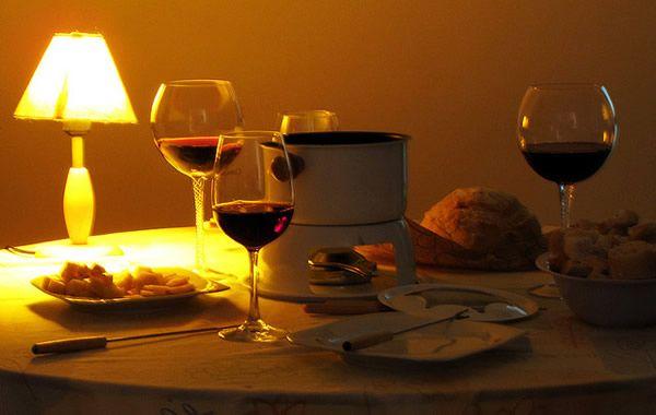 O frio chegou, e com ele os fondues com vinhos - Papo de Bar