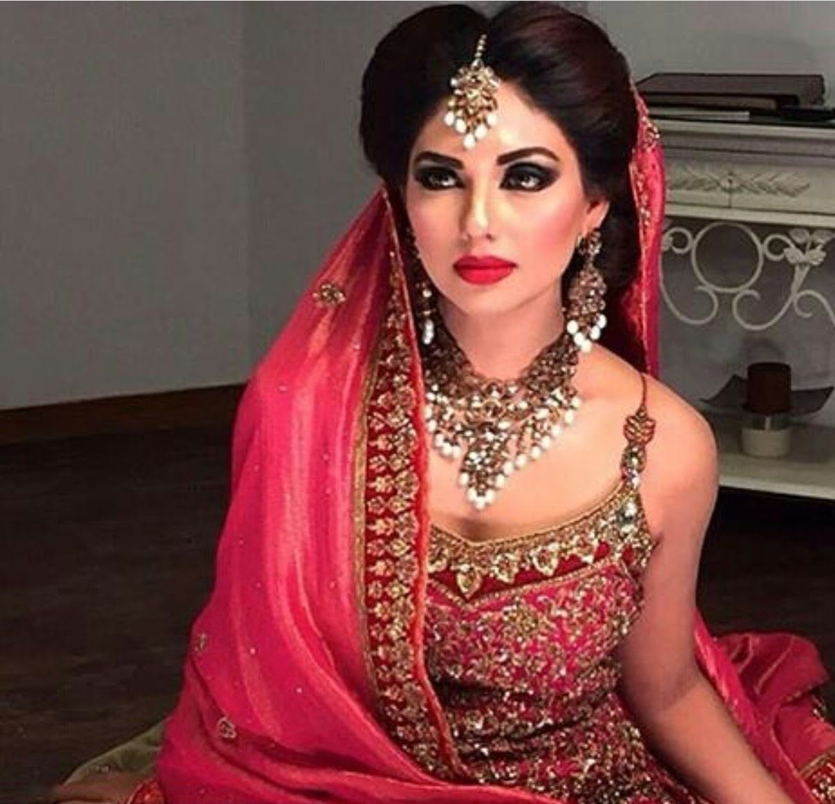 Engagement Hairstyles Pakistani: Pin Von Top Pakistan Auf Top Pakistan