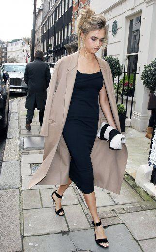 Ja, auch Cool Girls können schick. Szene-Model Cara Delevingne tauscht hippe Streetwear gegen elegante Lady-Looks für die Hochzeit ihrer Schwester Chloé – und sieht trotzdem authentisch aufregend aus.