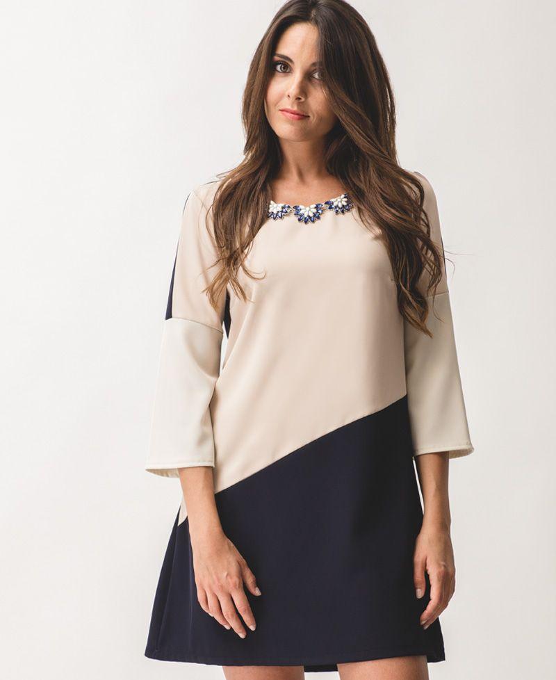 2487b3cc3865 Vestido corto rosa, azul marino y beige. Manga por el codo. Collar ...