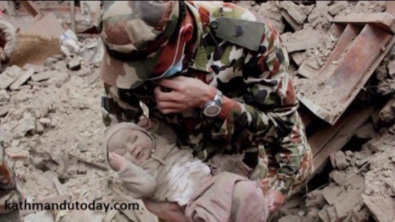 4-month-old baby rescued from rubble 22-hours after Nepal earthquake | WGN-TV
