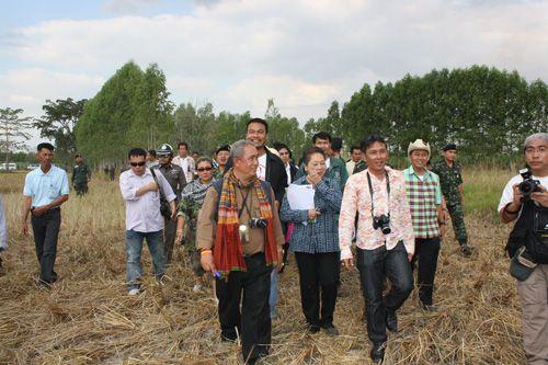 ม.ล.วัลย์วิภา จรูญโรจน์ เผยหลังเดินทางไปดูพื้นที่มีปัญหาที่หลักหมุด 46 พบมีการบิดเบือนข้อเท็จจริง พร้อมทั้งมีการล้อมรั้วลวดหนามใหม่ ซึ่งไม่ตรงกับในช่วงที่ 7 คนไทยได้เข้าไปในวันที่ถูกจับ พร้อมเรียกร้องให้รัฐบาลหันกลับมาดูข้อมูลของภาคประชาชนเกี่ยวกับพื้นที่ชายแดนไทย-กัมพูชา