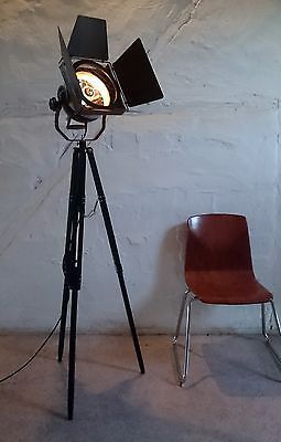 tripod holz stativ steh lampe b hnen scheinwerfer theater industrie design loft lamps and. Black Bedroom Furniture Sets. Home Design Ideas
