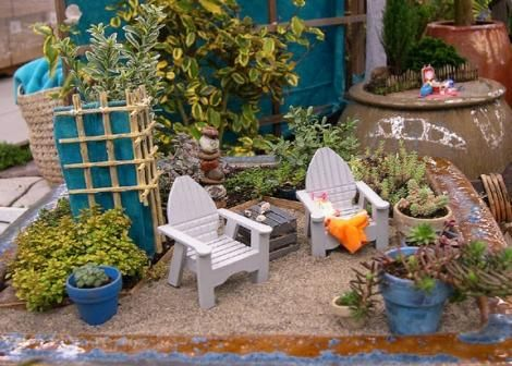 Here is a mini beach garden scene from the Two Green Thumbs Miniature Garden Center and West Seattle Nursery display at the Northwest Flower and Garden Show in 2006.