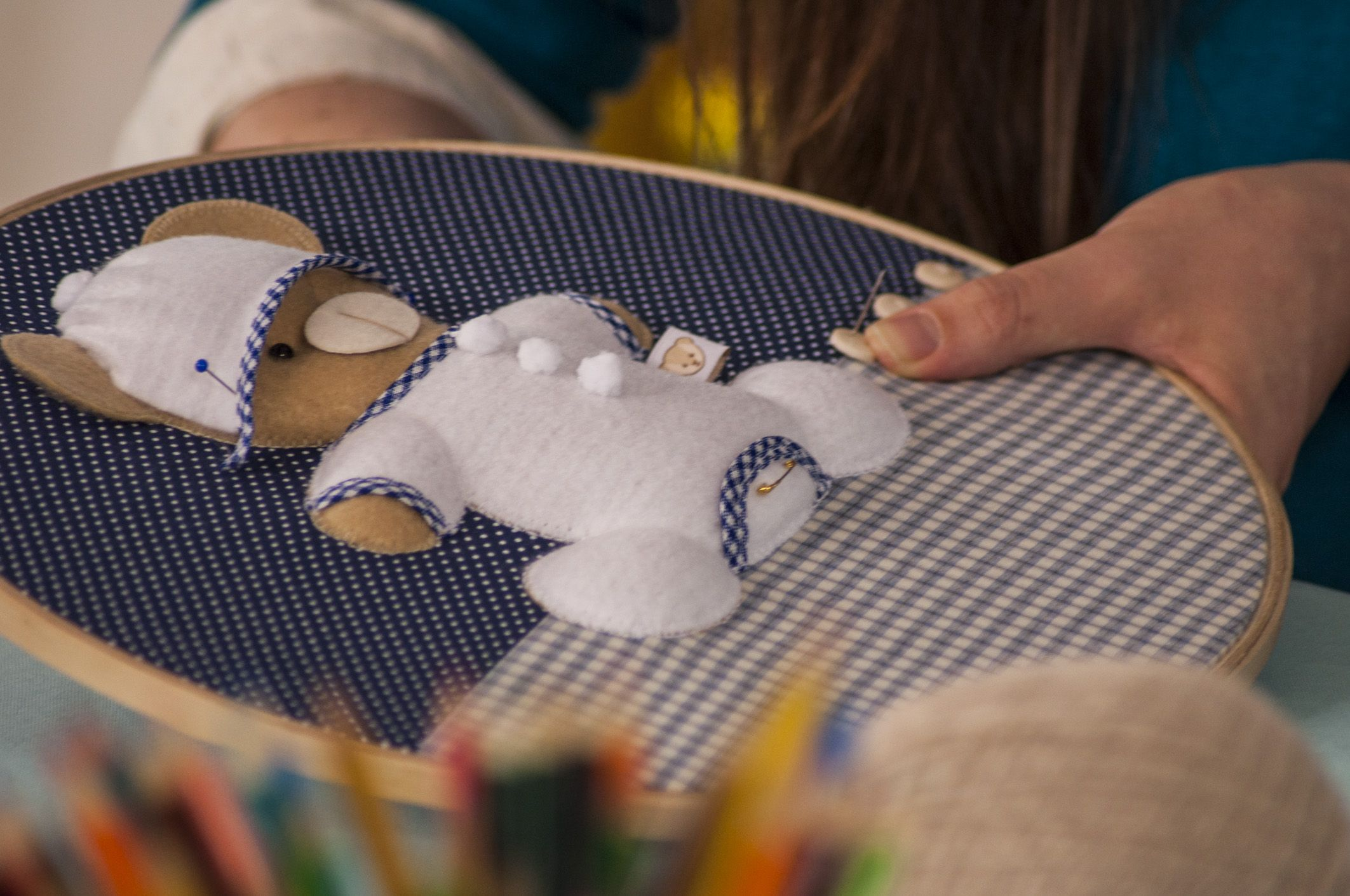 O detalhe do quadro em bastidor, confeccionado por Débora