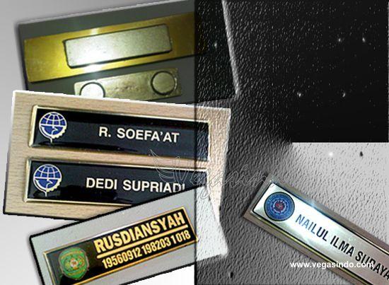 contoh name tag peniti dan magnet name tag papan nama dada name