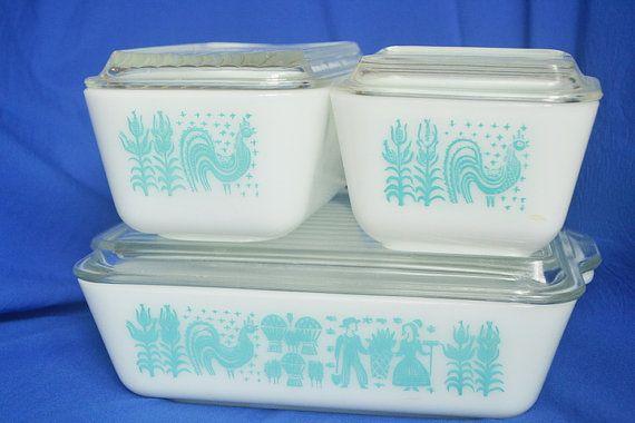 Amish Butterprint Refrigerator Dishes door AFormalFeelingComes, $60.00 Traditionele afbeeldingen die je ook nog in Duitsland vindt.